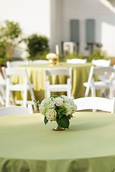 White floral centerpieces in gold mercury glass containers on an apple green lamour linen. The Sonnet House weddings | Photos: His Hands Photography