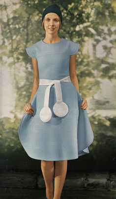 Pierre Cardin   Jours de France - February 1971 - love to make a dress like this! Perfect
