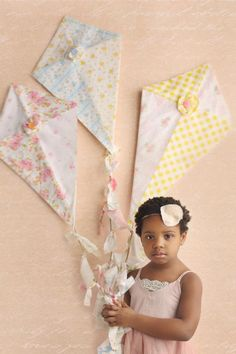 Fabric kites! | Kappa Alpha Theta #theta1870 Kappa Alpha Theta, Crafts To Make, Crafts For Kids, Diy Crafts, Diy Kite Decorations, Mobiles, Fabric Crafts, Sewing Crafts, Kite Party