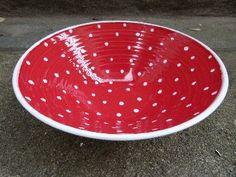 Keramik Gabi Winterl, Schüssel innen rot mit Punkten, handgedreht