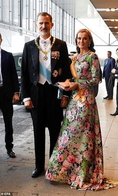King Felipe VI and Queen Letizia of Spain were also among the guests. Letizia wore a dress by Matilde Cano and hairpiece by Nana Gomar. Crown Princess Victoria, Crown Princess Mary, Tokyo Imperial Palace, Spanish Royal Family, Floral Gown, Looking Dapper, Glamour, Queen Letizia, Princess Letizia