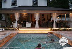 Renoverad husvagn Kabe 540 XL - Hemma hos marre_h Patio Deck Designs, Backyard Pool Designs, Pool Spa, Pool At Night, Pool Lounge, Diy Outdoor Furniture, Pool Houses, Jacuzzi, Outdoor Living