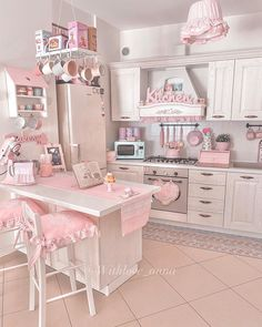 """🎀 Anna 🎀 shared a photo on Instagram: """"Buon pomeriggio a tutte voi amiche care 💕💕💕 . . . . . . . . . #shabbychic #shabbyhome #shabbystyle…"""" • See 320 photos and videos on their profile. Shabby Home, Shabby Chic Kitchen, Shabby Chic Cottage, Shabby Chic Homes, Victorian Kitchen, Ideias Diy, Cottage Kitchens, Pink Houses, Cottage Living"""