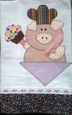 Pano de prato de porquinha... Punch Needle Patterns, Machine Embroidery Patterns, Applique Patterns, Applique Designs, Sewing Patterns, Patchwork Quilting, Quilting Rulers, Wool Applique, Applique Quilts