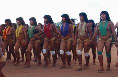Arte indígena brasileira, Xingu #mulheres #indigenas #arte #culturabrasileira #miçangas #artepopular #artesanato #indigena