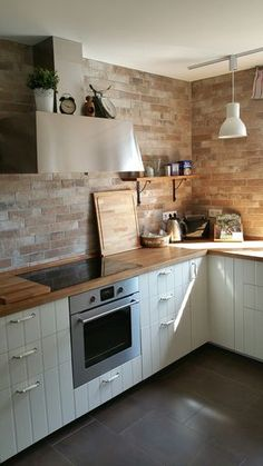 Majestic Farmhouse Country Kitchen Design Ideas Mahogany wood countertop provides a warm contrast to stainless steel and white shaker kitchen cabinets. Farmhouse Layout, Country Kitchen Farmhouse, Country Kitchen Designs, Farmhouse Ideas, Farmhouse Kitchens, Design Kitchen, Easy Home Decor, Home Decor Trends, Ikea Kitchen