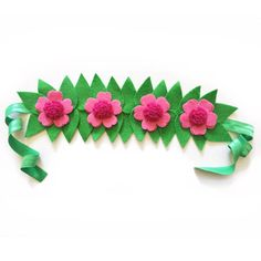Make your little one just like Moana in this felt flower crown! Features 4 pink flowers with fuschia centers surrounded by green leaves and finished on green tie elastic. Crowns are one size fits all and tie in the back to secure. Paper Flowers Craft, Flower Crafts, Diy Photo, Moana Dress Up, Moana Party Decorations, Moana Outfits, Flamenco Party, Granny Gifts, Hawaiian Crafts