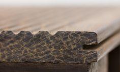 Bamboo X-treme es un producto natural . Está fabricado a partir de tiras de bambú termo-tratadas por calor y prensado a alta densidad. Bamboo X-treme es adecuado para aplicaciones en exterior. Moso Bamboo, Hunter Douglas, Flooring, Ideas, Crimping, Vacuum Flask, Floors, Wood Flooring, Thoughts