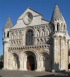 Eglise Notre-Dame-la-Grande, Poitiers en France, Début des travaux XIe siècle et fin des travaux XIIe siècle puis XVe et XVIe siècles