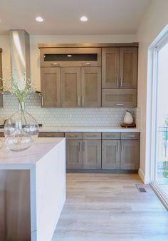 2019 Home Design Trends Natural wood kitchen cabinetry Home Decor Kitchen, Interior Design Kitchen, Home Kitchens, Kitchen Ideas, Kitchen Modern, Modern Farmhouse, Decorating Kitchen, Kitchen Layout, Kitchen Hacks