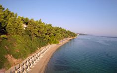 The famous Hotel Kriopigi located in Kassandra peninsula at Halkidiki Greece. Is a holiday resort situated near the traditional village of Kriopigi. Halkidiki Greece, Greece Hotels, Greece Holiday, Holiday Resort, Hotel Spa, 4 Star Hotels, River, Holidays, Beach