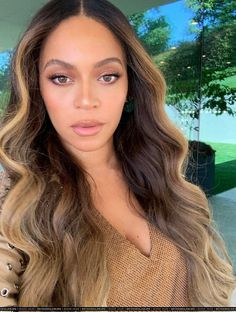 Check out Beyonce @ Iomoio Beyonce Hair Color, Beyonce Makeup, Beyonce Style, Beyonce Hair Blonde, Beyonce Photoshoot, Beyonce Costume, Beyonce Braids, Beyonce Beyonce, Beyonce Coachella