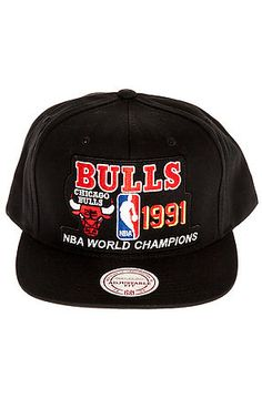 Mitchell   ness The Chicago Bulls Champions Snapback Hat in Black for Men  325e3ff59fac