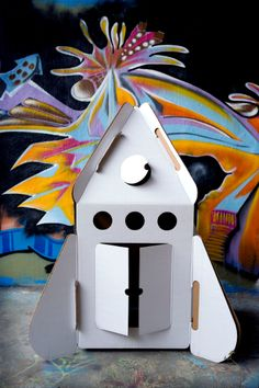 Studio ROOF Casa Raket Prijs: € 49,95  Afmetingen: L 100 x B 100 x H 140 cm Materiaal: gerecycled karton