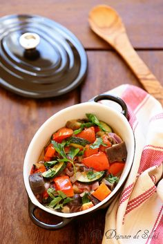 Ratatouille niçoise - French ratatouille Nicoise, Juice Plus, Canning Recipes, Raw Vegan, Finger Foods, Entrees, Curry, Good Food, Food And Drink