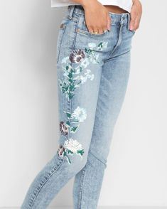 7 For All Mankind Ankle Skinny With Hand Painted Floral In Radiant Wythe - 25 Light Blue