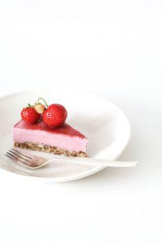 frOzen strawberry cashew cake