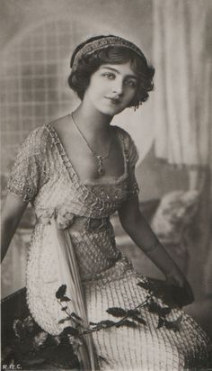 Lily Elsie. Edwardian elegance. Early 1900's. Lily Elsie was a popular English actress and singer during the Edwardian era (1901-1910). Admired for her beauty and charm on stage, Elsie became one of the most photographed women of Edwardian times.