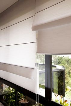 Bay Window Treatment Ideas Easy and Pics of Window Treatment Ideas Pics. Window Blinds & Shades, Blinds For Windows, Curtains With Blinds, Window Treatments Living Room, Living Room Windows, House Blinds, Diy Door, Window Coverings, Interior Decorating