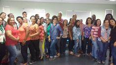 Professoras e professores dos municípios de Camaçari e Dias D'Avila selecionados para o Prêmio Pólo de Incentivo a Educação. Viemos aqui falar sobre o uso da tecnologia na educação. Eu saí bem no meio do grupo mas foi por acaso hehehe
