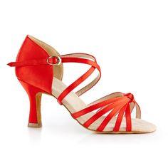 Vores populære og tillokkende dansesko fra NDS. En smuk model NDS2078 Premium udført i rød satin. Denne smukke dansesko er designet med øje for fleksibilitet, en ultrablød sål, høj komfort og et super fit. En absolut kvalitetsdansesko. Fåes hos Nordic Dance Shoes: http://www.nordicdanceshoes.dk/nordic-dance-shoes-nds2078-roed-satin-dansesko#utm_source=pin