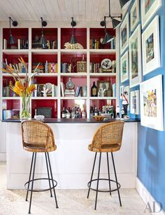 In the bar, fixtures from Circa Lighting illuminate books, bibelots, and Slim Aarons photographs.