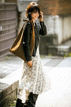 (画像8/11)モデル歴26年の五明祐子が伝授 コーディネートを決めるポイント、服を買う時に気をつけること、スタイルキープ術…<インタビュー> Lace Skirt, Sequin Skirt, Jacket Style, Sequins, Photo And Video, Hair Styles, Skirts, Leather, Jackets