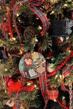 Create A Dickens Christmas - Decor to Adore