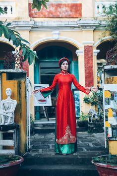 Ninh Hoàng Ngân kiêu sa với áo dài gấm lộng lẫy