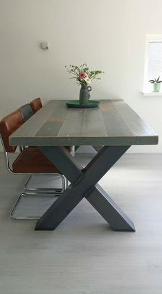 Tafel voorzien van stalen onderstel. Projects To Try, Dining Table, Furniture, Home Decor, Decoration Home, Room Decor, Dinner Table, Home Furnishings, Dining Room Table