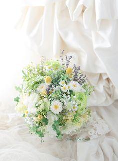 小笠原伯爵邸様へお届けしたブーケ、 プリザーブドとアートフラワーですが、 ラベンダーだけはドライフラワーです。 ずっと良い香りがして癒された... Bouquet Champetre, Bridesmaid Bouquet, Wedding Flowers, Table Decorations, Floral, Plants, Naturaleza, Boyfriends, Ideas