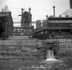 "September ""Pittsburgh waterfront, Monongahela and Allegheny Rivers."" Medium format nitrate negative by Arthur Rothstein for the FSA. Railroad Photography, Industrial Photography, Shorpy Historical Photos, Pennsylvania History, Steel Mill, Pittsburgh Pa, Us History, High Resolution Photos, Photo Archive"