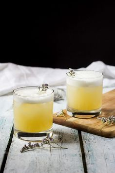 Elderflower, peach, and lavender gin sour. A perfectly balanced gin sour with a little elderflower liqueur, lemon, peach and lavender shrub and egg whites for a silky finish and lovely froth on top. Cocktails, Party Drinks, Cocktail Drinks, Cocktail Recipes, Alcoholic Drinks, Beverages, Drinks Alcohol, Strawberry Banana Milkshake, Lemon Drink
