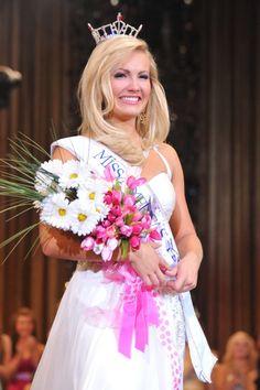 Elizabeth Fechtel was crowned 2012 Miss America's Outstanding Teen on August 20, 2011
