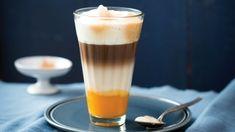 Dýňové latte macchiato s kořením Latte Macchiato, Dessert, Pint Glass, Beer, Tableware, Food, Drinks, Gourmet, Ice Cream
