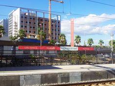 A 15 MINUTOS DEL CENTRO DE BARCELONA. Nuestro nuevo hotel de #Viladecans está situado junto a la Estación de Cercanías. Las obras avanzan y este es el aspecto que tiene desde la vía.