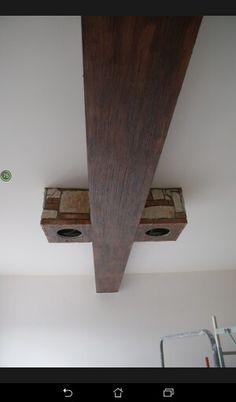 Trave decorativa effetto legno con cubi in cartongesso  rivestiti in pietra e cotto