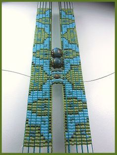 Super interesting idea how to incorporate odd-sized beads into a loom pattern…