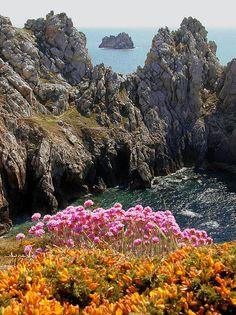 Rugged atlantic coast of Brittany, France (by bourbaky).