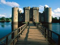 Amazing that this isn't a Hollywood movie set.  Bodiam Castle, England