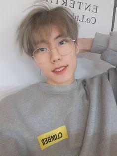 Jeup from Imfact~~ Korean Boys Ulzzang, Ulzzang Boy, Korean Girl, Cute Korean, Korean Men, Asian Boys, Asian Men, Look Fashion, Korean Fashion