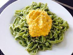 Tallarines de espinacas con pesto de zanahorias en HazteVegetariano.com