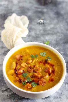 Indian Food Recipes Indian Soup, Indian Dishes, Vegetarian Gravy, Vegetarian Recipes, Soup Recipes, Dinner Recipes, Cooking Recipes, Rajasthani Food, Rajasthani Recipes