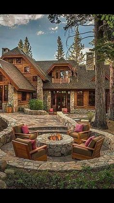 LOG CABIN- Visually, log homes tend to separate into two broad options. One is the historic style with dovetail corners and Chinking, that you see on our 55 Best Log Cabin Homes Modern page. Haus Am See, Cabin In The Woods, Log Cabin Homes, Log Cabins, Small Cabins, Log Cabin House Plans, Log Cabin Exterior, Logs, My Dream Home