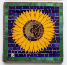 Sunflower mosaic by RocketwallDesigns on Etsy Mosaic Birdbath, Mosaic Garden Art, Mosaic Tray, Paper Mosaic, Mosaic Tile Art, Mosaic Pots, Mosaic Artwork, Mosaic Glass, Stained Glass