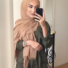 WEBSTA @sue.meyraa Watch by @burkerwatches Save 15%  with my Code suemeyra15 Hijab by @lia_fashion_beauty ✨✨✨✨ Highlight