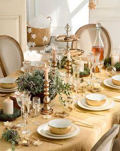 Nochebuena, Navidad, Nochevieja... ¡Todas las celebraciones empiezan y terminan alrededor de la mesa! Así que te damos un montón de ideas para vestirla y decorarla como merece (link en la bio) #elmueble #navidad #christmas #mesadenavidad #christmastable #decoracion #mantel #tablecloth #tablesetting