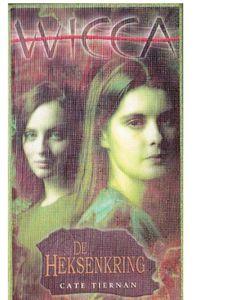 02-Wicca,Ik weet dat ik geen gewone tiener ben. Ik ben een heks. Een heks naar het bloed. Mijn ouders zijn mijn ouders niet. Mijn zuster en ik zijn niet hetzelfde. Zelfs in de coven heb ik te veel macht. Ik ben te anders, ik hoor er niet bij. Ik ben alleen, maar ik heb Cal nog.