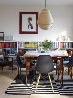STOCKHOLM rug under dining table | Planete Deco
