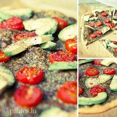 Avocado-Tomaten-Pizza mit Bärlauchpesto und Hibiskussalz